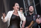 Within Temptation håller fanan högt